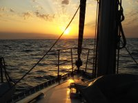 Il tramonto cade sulla barca