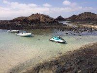 Descanso con las motos en la costa Canaria