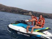Pilotando la moto doble en costas de Lanzarote