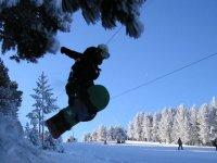 Salto con tabla de snow