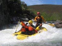 Aguas bravas en descenso de río en Zamora