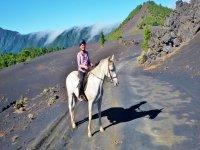 Pisando suelo volcanico