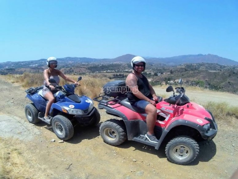 Pilotando quads de una plaza en la Costa del Sol