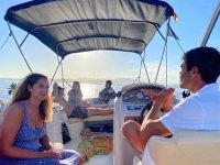 Paseo en barco en búsqueda de delfines