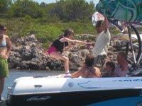 Practicando posturas de esqui acuatico