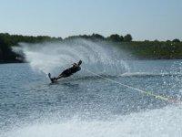 La magia del esquí acuático en Menorca