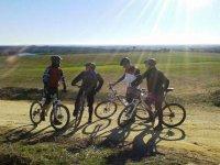 Paseo por el campo en bicicleta