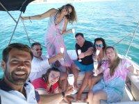 Paseos en barco con amigos
