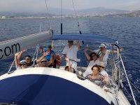 Saludando desde la ruta en barco