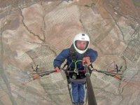 内华达山脉阳光下的滑雪课程