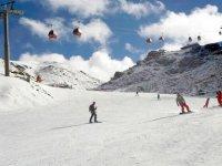 宽滑雪板斜坡