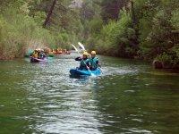 Trabajo conjunto en la canoa
