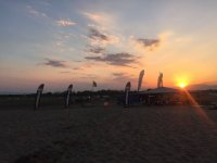 Poniendose el sol sobre la playa