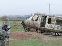 Vehiculos abandonados en el campo de paintball