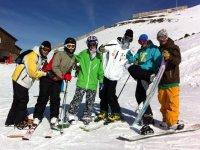 Esquiadores y snowboarders
