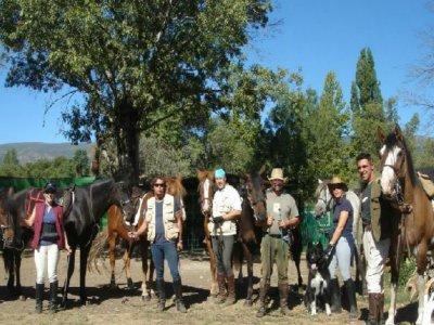 在洛索亚山谷骑马的旅程