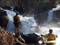 Curso de kayak en aguas bravas