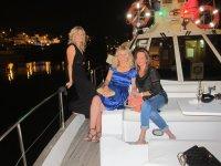 Pasajeras del barco en el Guadalquivir