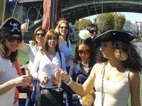 Chicas en el barco en Triana