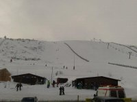 与白色毯子覆盖的阿斯图里亚斯山相遇