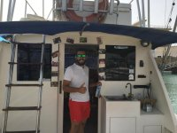 Posando en el barco pesquero