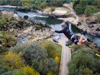 Saltando desde el puente internacional del Mino