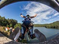 Jumping from the railing of the Galician bridge