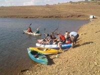在水库皮艇划艇组进入与在耶瓜船