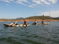 Excursion en el embalse en kayak