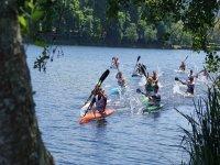 Competicion deportiva de kayak