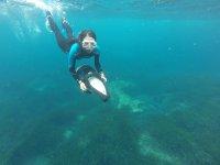 带浮潜滑板车的浮潜