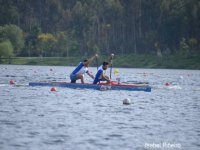 en kayak por el lago