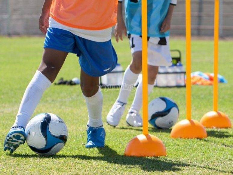 FOOTBALL EVOLUTION ACADEMY - Soccer Camps
