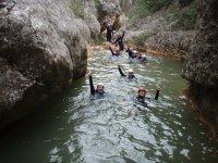 在Glorieta河Sierra de Prades溪降