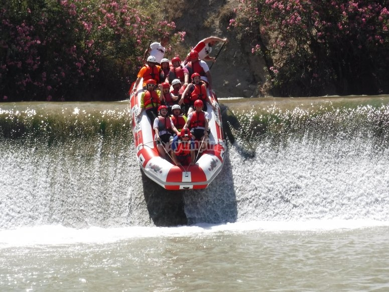 Bajando por las aguas de la presa
