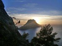 攀爬在伊比沙岛美景爬坡