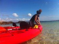 Llevando los kayaks al oceano Atlantico