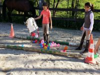 Juegos con globos en el campamento