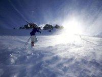 esquiando en todas las situaciones