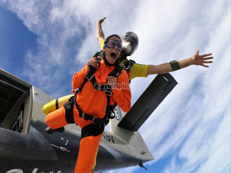 Caída libre con el paracaídas