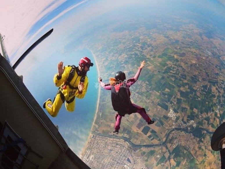 Saltando al vacío desde el avion