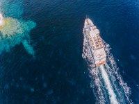 Navigazione lungo la costa di Minorca