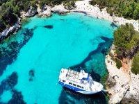Barca a Cala de Menorca