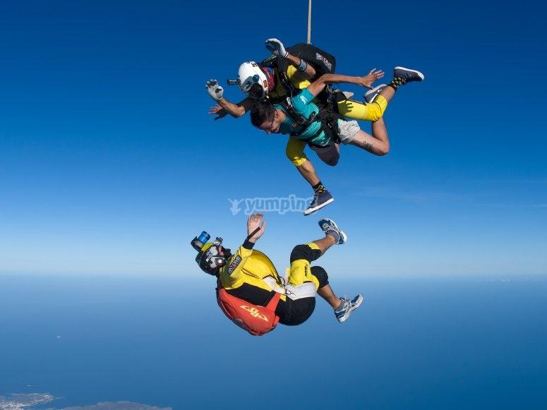 Salto en paracaídas con grabación
