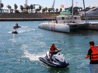 水喷射快艇退出MOTORBIKE水女孩