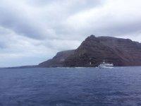 Barco hacia Orzola