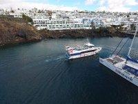 Barco navegando en Canarias