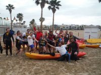 沙滩中的皮划艇组