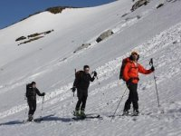 带滑雪板的游览