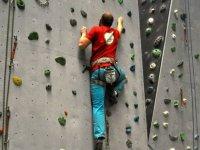 Ascenso vertical en el rocoedromo
